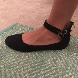 Black flats/shoes